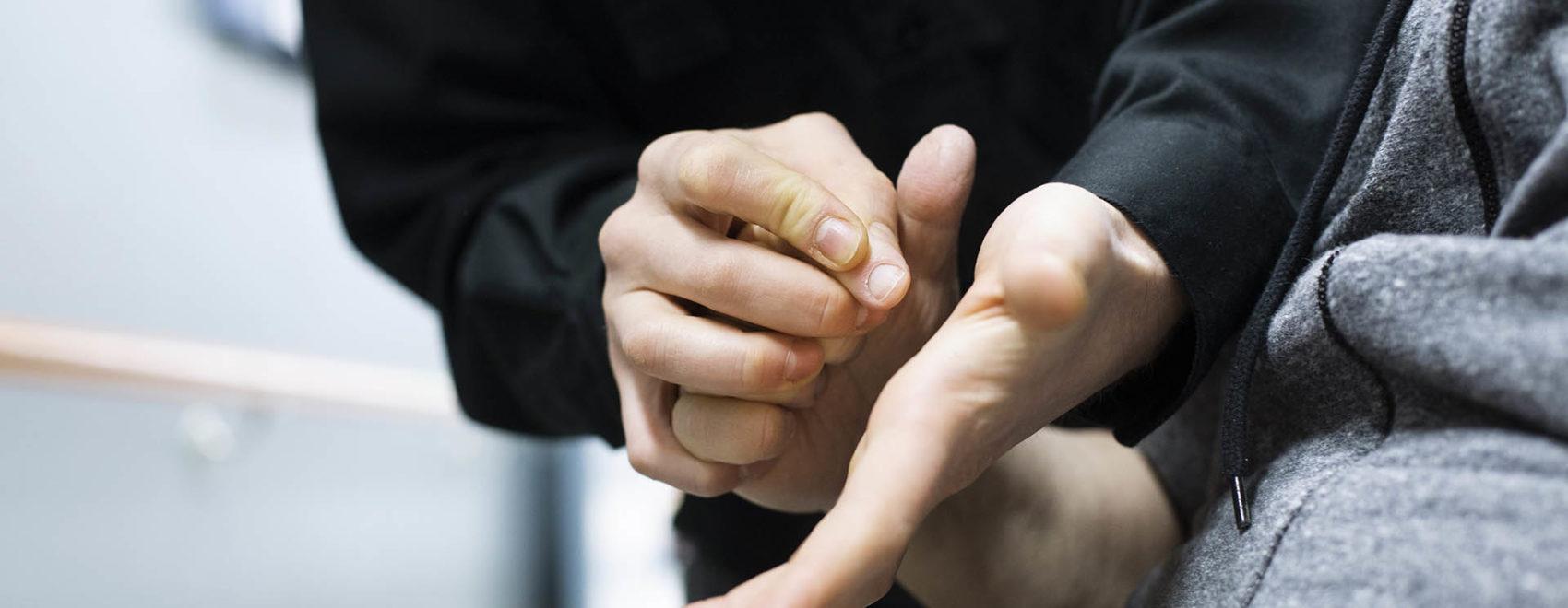 Kuvitus kuva, kädet käsissä